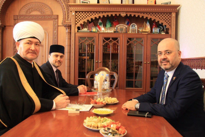 Mufti sheikh Ravil Gaynutdin meets Ambassador of Iraq in Russia