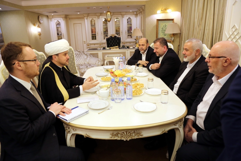 Palestinian delegation visits Moscow Cathedral Mosque