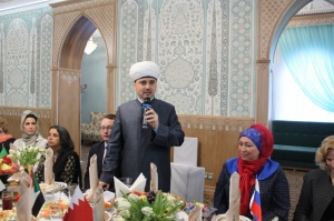 Meeting of diplomats' spouses takes place in Moscow Cathedral Mosque
