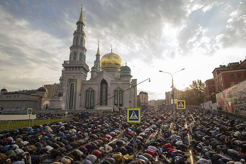 УРАЗА БАЙРАМ В МОСКВЕ. Праздничный намаз в мечетях и дополнительные адреса праздника