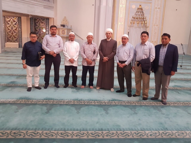 Delegates of the Ministry of Defence of Brunei visit Moscow Cathedral mosque